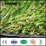 Tapete falsificado artificial verde natural da grama das vendas quentes para o jardim Home