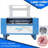 Machine de découpage automatique de panneau de couvre-tapis de laser d'orientation de triomphe