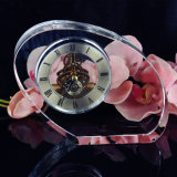 Часы квадрата просто конструкции кристаллический с логосом