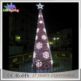 [لد] عيد ميلاد المسيح تجاريّة عملاقة خارجيّة يشعل فوق شجرة ضوء