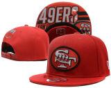 Море бейсбольных кепок Hawks шлемы