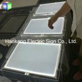 ハングするLEDアクリルの水晶ライトボックスをWindowsの印のために広告する