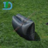水に黒い210tナイロンバナナのスリープの状態である空気ソファー
