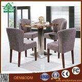Allgemeiner Kaffeetisch und Stuhl mit Holz