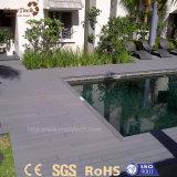 Decking composto plástico de madeira ao ar livre resistente UV para a associação