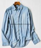 Chemise de femmes de bleu de ciel