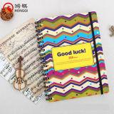 Cuaderno espiral de la cubierta colorida