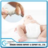 中国PP Nonwovenカバー卸売の使い捨て可能な赤ん坊のおむつの原料