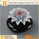 Botella de perfume de cerámica del negro caliente de la venta con el casquillo de la flor