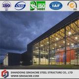 Светлая мастерская стальной структуры для самомоднейшей высокотехнологичной индустрии