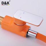L'alta qualità alla moda di disegno moderno d'ottone sceglie il miscelatore del rubinetto del dispersore di cucina della maniglia