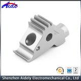 자동화를 위한 주문을 받아서 만들어진 CNC에 의하여 기계로 가공되는 알루미늄 금속 부속