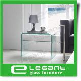Tabela de noite de vidro curvada com as gavetas de madeira do folheado da noz