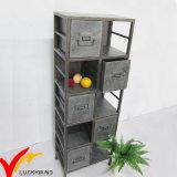 Vieille étagère galvanisée rustique de casier en métal pour l'école et le bureau