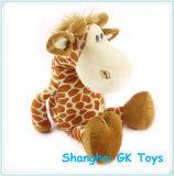 Le jouet bourré de peluche de giraffe badine le jouet
