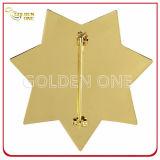 Distintivo militare placcato oro su ordinazione di figura della stella con la spilla di sicurezza