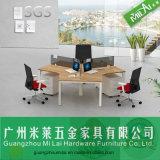 Sitio de trabajo cruzado del personal de los muebles de la oficina conceptora con el marco de acero