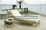 屋外の寝台兼用の長椅子の日曜日のベッドのラウンジの藤のベッドの枝編み細工品の小屋