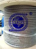 Веревочка провода нержавеющей стали, как оттяжки антенны к башням поддержки