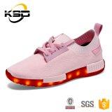 Les plus défuntes chaussures faites sur commande spéciales de sport de fluorescence avec le remplissage de câble usb