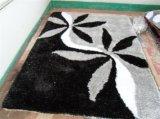 黒い灰色の花の絹のカーペット
