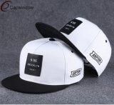 編まれたパッチが付いている標準的な急な回復の帽子