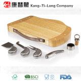 Conseil en bambou de fromage avec le couteau et tireur