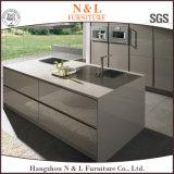 N&L si dirigono gli armadi da cucina di legno dell'armadietto della cucina della mobilia con il controsoffitto del granito