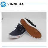 Новые ботинки обуви тапки способа для людей