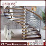 Escalera espiral de madera con la barandilla de Rod de los aceros inoxidables para la pequeña casa (DMS-1070)
