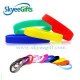 Silicones gravés en relief colorés Wristband&Bracelets de Custome de qualité