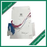 印刷の白い波形の衣類の包装ボックスの中