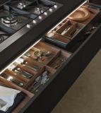 18のMmの光沢度の高い木製の紫外線パネルの食器棚