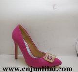 Ботинки женщин с пряжкой способа