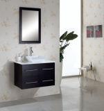 A parede contínua da madeira de carvalho pendurou a vaidade moderna do banheiro