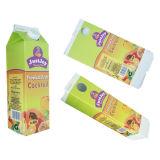 ジュースかミルクまたは水またはクリームまたはワインのペーパー切り妻の上カートンまたはボックス