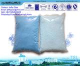 Pó azul do detergente da cor