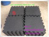 運動場の正方形の子供のゴム製床タイルのマット