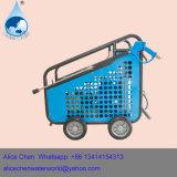 Máquina do líquido de limpeza da água fria com a máquina do dinamitador da escova