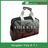 Il modo mette in mostra il sacchetto di ginnastica con il materiale del panno morbido