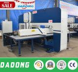 Prensa de sacador de la torreta del CNC/prensa de potencia/punzonadora con servicio de ultramar