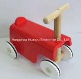 """Triciclo de madeira do """"trotinette"""" da fonte nova da fábrica do projeto"""