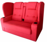 二重劇場のシートのカップルの映画館の椅子(C)カップルをつけている恋人