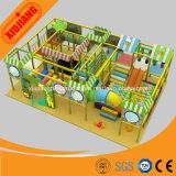 Le thème de sucrerie badine la cour de jeu d'intérieur de jeu mou pour le parc d'attractions