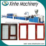 Extrusion en bois en plastique de profil de porte faisant la ligne de production à la machine