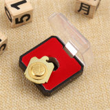 Distintivo su ordinazione ad alto livello dell'oro del metallo del magnete con la scatola di plastica