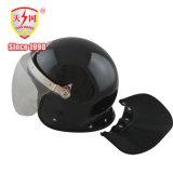 De Helm van de anti-Rel van de Veiligheid van de politie met het Vizier van PC