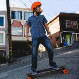 새로운 다가오는 강력한 4개의 바퀴 전기 걷어차기 스쿠터 스케이트보드