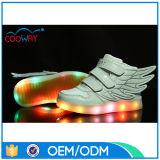 Wie kleinen Mädchen Wings ein Traum des Engels Schuh, 11 Farben für Abend-Lichter. Bester Verkauf im europäischen LED-hellen Schuh