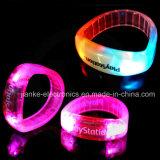 Populares estupendos encienden para arriba Wristbands del LED con la impresión de la insignia (4011)